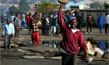 Nigeria issues warning to SA over xenophobic attacks