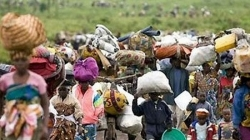 Thousands flee tense Cameroonian to Nigeria